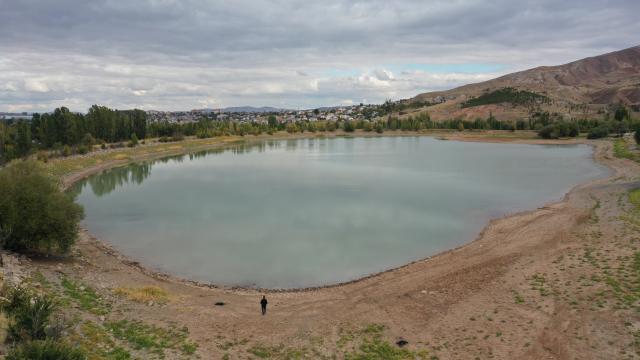 Bozkırın ortasındaki Sivasta gölete su üstü ahşap yürüyüş yolları yapılacak