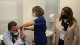 Eskişehir'de TURKOVAC'ın Faz-3 çalışması için gönüllü olan iki kişi aşılarını oldu