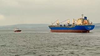 Çanakkale Boğazı'nda arızalanan gemi güvenli bölgeye çekildi