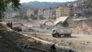 Ayancık'ta yol ve köprü yapımı çalışmaları sürüyor