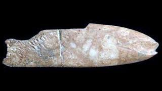8 bin yıl öncesine ait balık figürlü alet bulundu