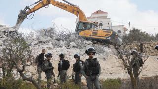 İsrail Filistinlilere ait iki evi yıktı