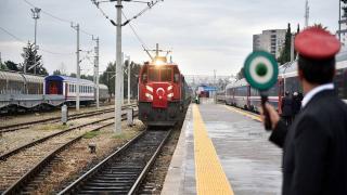 Turkuaz yük treni Karabağ'ı yeşertecek buğday tohumu taşıyor