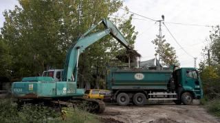 Edirne'de yosun ve çöplerle kaplı tahliye kanalında temizlik çalışması başlatıldı