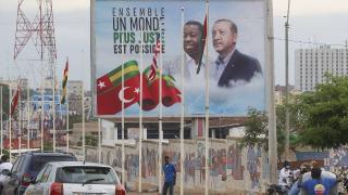 Erdoğan'ın ziyareti öncesi Lome caddeleri Türk bayraklarıyla donatıldı