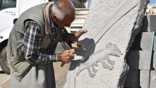 Urfalı ustalar, Göbeklitepe'nin sembolü dikili taşın replikasını yaptı