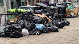 İngiltere'de temizlik işçileri greve gidince çöp yığınları oluştu