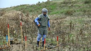 Azerbaycanlı uzmanların mayın temizleme mesaisi