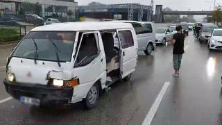 Çalıntı araçla polislerden kaçan şüpheli 5 araca çarparak durabildi