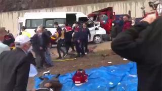 Tokat'ta yolcu minibüsü ile kamyon çarpıştı: 2 ölü, 13 yaralı