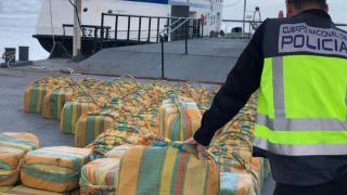 Atlas Okyanusu'nda bir yelkenlide 5 tondan fazla kokain bulundu