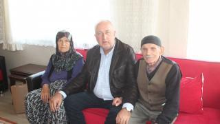 Söğütlü Belediye Başkanı Özten, yaşlıları evlerinde ziyaret ediyor