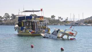 Fırtınada kuma saplanan tekne, 5 gün sonra denizden çıkarıldı
