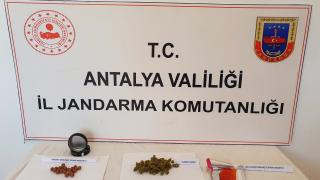 Antalya'da yurt dışından gönderilen hediye paketinden uyuşturucu çıktı