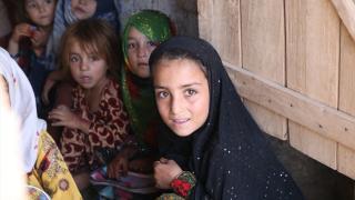 Türk Kızılay'dan Afgan mülteci öğrencilere yardım