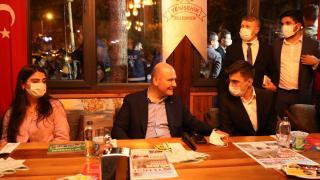 Bakan Soylu, Diyarbakır'da gençlerle görüştü
