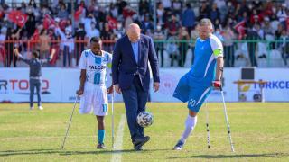 Bakan Soylu Ampute Futbol Türkiye Kupası maçında başlama vuruşunu yaptı