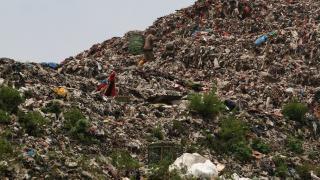 Endonezya'nın tıbbi atık çöplüğü