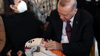 Cumhurbaşkanı Erdoğan, Üsküdar'da bir kafede vatandaşlarla sohbet etti