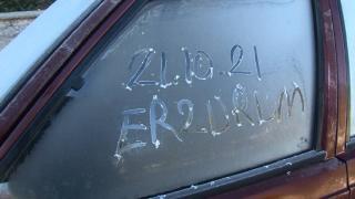 Erzurum'da sıcaklık eksi 5'e düştü: Araç camları buz tuttu