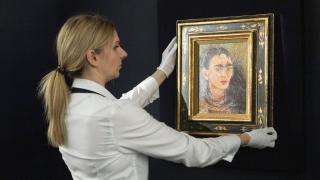 Frida Kahlo'nun otoportesi ''Diego y yo'' Sotheby's Müzayede Evi'nde