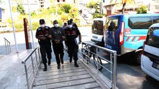 Antalya'da göçmen kaçakçılığı yaptıkları iddia edilen 3 şüpheli yakalandı