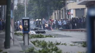 Guatemala'da emekli askerler kongre binasını bastı