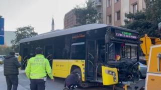 Bayrampaşa'da İETT otobüsüyle otomobil çarpıştı: 7 yaralı