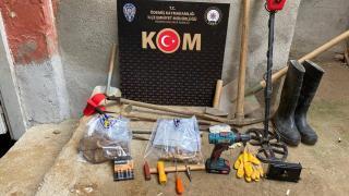 İzmir'de kaçak kazı yapan 3 kişi yakalandı