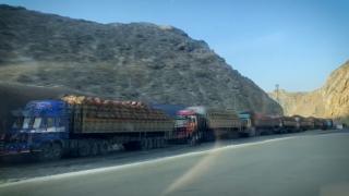 Afganistan - Pakistan sınırındaki araç kuyruğu 5 kilometreyi aştı