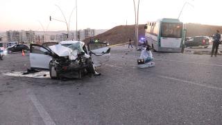 Şanlıurfa'da otobüs ile otomobil çarpıştı: 11 yaralı