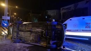 Kocaeli'de devrilen minibüsteki 6 kişi yaralandı, sürücü camı kırıp kaçtı