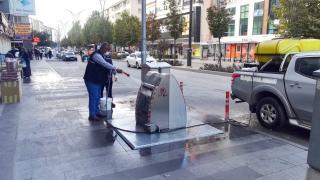 Kırşehir'de yer altı çöp konteynerleri dezenfekte ediliyor