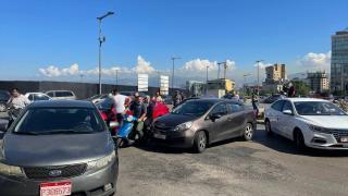 Lübnan'da akaryakıt zammı protesto edildi