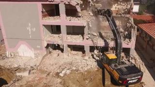 Manisa'da depreme dayanıksız okullar yıkılıyor