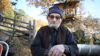 Üç doz aşısını olan 112 yaşındaki Mehmet dede sağlığını koruyor