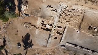 Sbide Antik Kenti'ndeki kaya mezarında tahta tabut bulundu