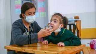 Serebral palsi hastası kızı için 'okullu' oldu