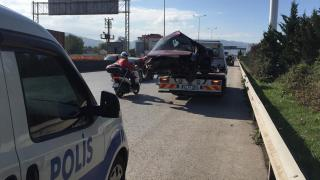 Bariyerin saplandığı otomobildeki sürücü hayatını kaybetti