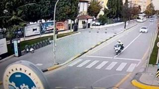 Otomobilde rahatsızlanan yaşlı kadın için yolu açtı