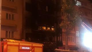 Erzurum'da apartmanın girişindeki lokantada çıkan yangın hasara neden oldu
