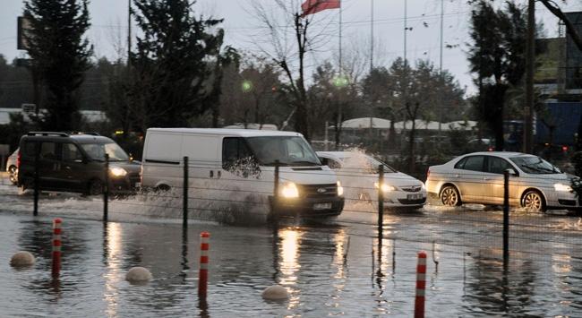 Antalyada yollar göle döndü