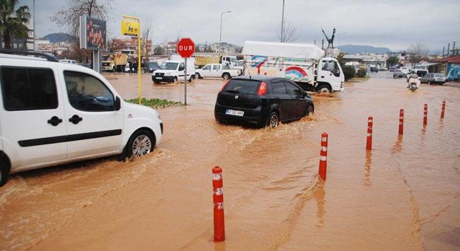 Antalyada fırtına