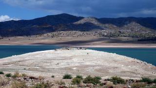Almus Baraj Gölü çekildi, köy kalıntıları ortaya çıktı