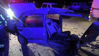 Isparta'da feci kaza: Otomobil ikiye bölündü