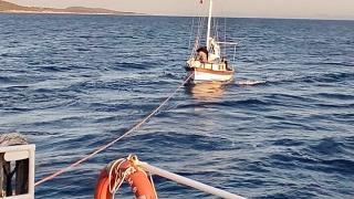Bodrum açıklarında sürüklenen tekne kurtarıldı