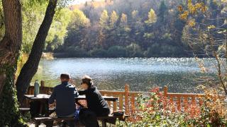 Sonbaharın çeşit çeşit renkleri Karagöl Tabiat Parkı'nda