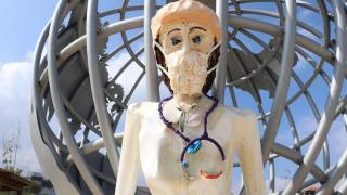 Merkezefendi Belediyesi'ne heykel tepkisi: Çocuklar korkabilir