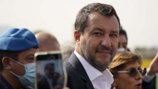 Eski İtalyan Bakan Salvini göçmenleri alıkoyma suçundan yargılanıyor