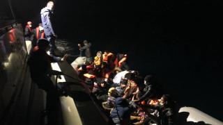 Denizde mahsur kalan 38 düzensiz göçmen kurtarıldı